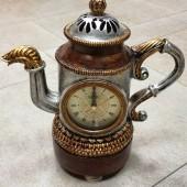Статуэтка-сувенир с часами (термометром)